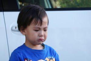 泣いている 子供